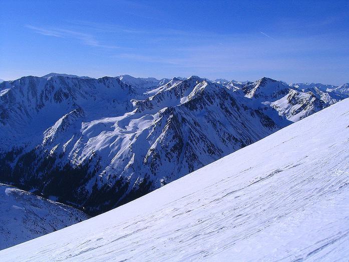 Foto: Andreas Koller / Ski Tour / Aus dem Scharnitzgraben auf den Großhansl (2315m) / Vom Gipfelgrat Blick in die westlich gelegenen Schladminger Tauern / 29.12.2007 16:51:50