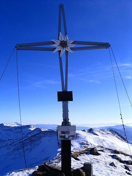 Foto: Andreas Koller / Ski Tour / Aus dem Scharnitzgraben auf den Großhansl (2315m) / Das Großhansl-Gipfelkreuz mit Blick nach S / 29.12.2007 16:50:19