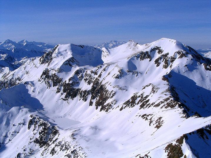 Foto: Andreas Koller / Ski Tour / Aus dem Scharnitzgraben auf den Großhansl (2315m) / Der Blick nach NW auf den benachbarten Hohenwart (2363 m) und in der Ferne das Dachsteinmassiv  / 29.12.2007 16:47:52