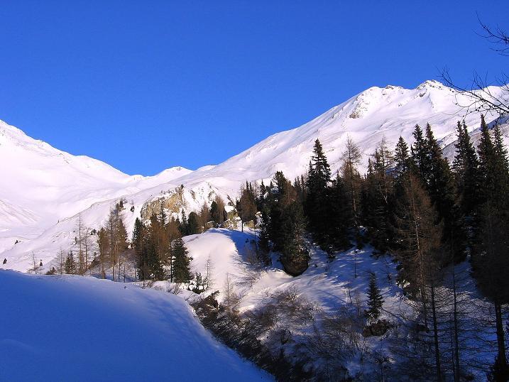 Foto: Andreas Koller / Ski Tour / Hagener Hütte und Greilkopf (2581m) / Der Greilkopf leuchtet in der Sonne / 03.01.2008 18:01:13