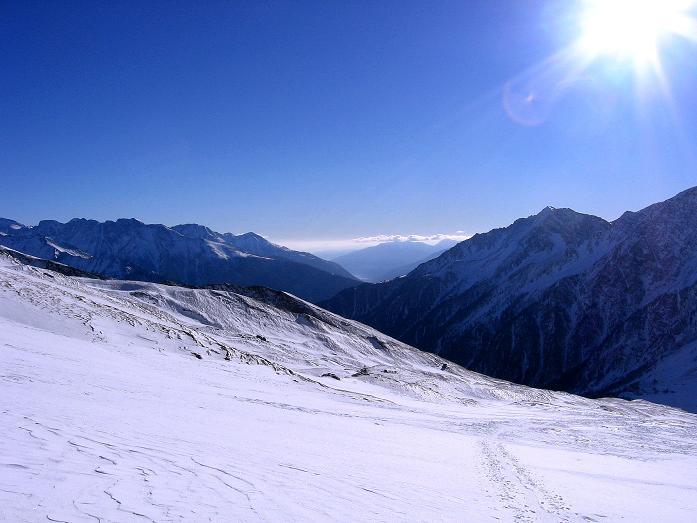 Foto: Andreas Koller / Ski Tour / Hagener Hütte und Greilkopf (2581m) / Blick Richtung SW ins Mölltal / 03.01.2008 17:58:05