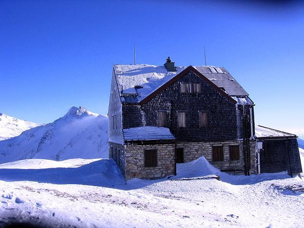 Foto: Andreas Koller / Ski Tour / Hagener Hütte und Greilkopf (2581m) / Die Hagener Hütte mit Romatenspitze (2695 m) / 03.01.2008 17:54:36