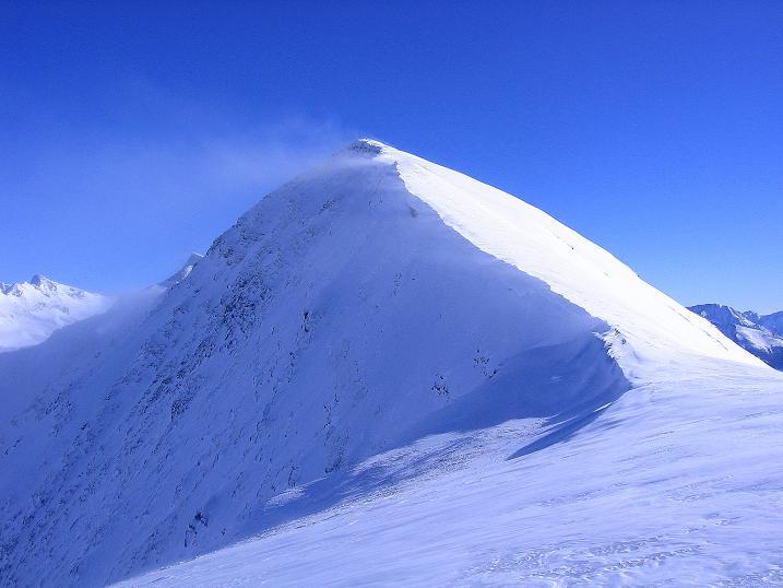 Foto: Andreas Koller / Ski Tour / Hagener Hütte und Greilkopf (2581m) / Von der vorgelagerten Kuppe Blick auf den Greilkopf mit seinem W-Grat / 03.01.2008 17:52:42