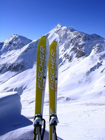 Foto: Andreas Koller / Ski Tour / Hagener Hütte und Greilkopf (2581m) / Am Greilkopf mit Blick auf den Vorderen Gesselkopf (2974 m) / 03.01.2008 17:51:13