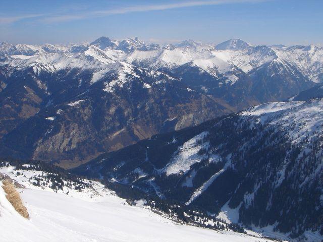 Foto: Manfred Karl / Ski Tour / Über den Frauenkogel zur Badgasteiner Hütte / Blick vom Frauenkogel über das Großarltal zum Faulkogel und Weißeck / 10.01.2008 21:38:06