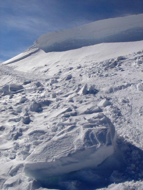 Foto: Manfred Karl / Ski Tour / Über den Frauenkogel zur Badgasteiner Hütte / Teile der Gipfelwechte sind abgebrochen / 10.01.2008 21:18:36