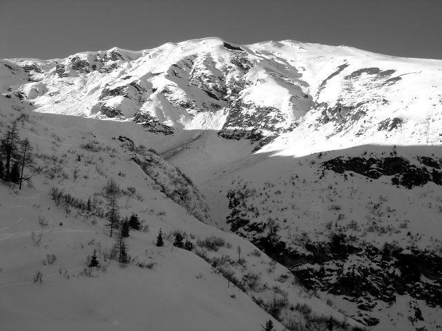 Foto: Manfred Karl / Ski Tour / Über den Frauenkogel zur Badgasteiner Hütte / Die lawinenträchtigen Steilflanken des Frauenkogels / 10.01.2008 20:53:12