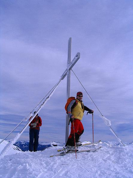 Foto: Andreas Koller / Ski Tour / Zwei Gipfel aus dem Gullinggraben (2196 m) / Beim Hochschwung-Gipfelkreuz / 21.01.2008 15:47:13