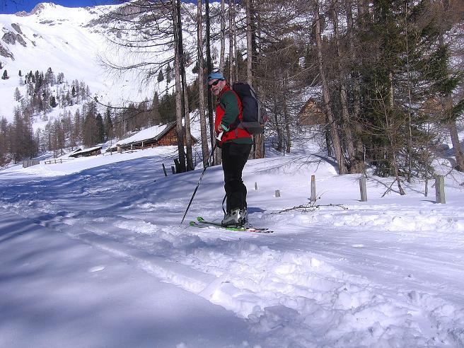Foto: Andreas Koller / Skitour / Schliererspitze  (2402m) / Die letzten Meter im Talgrund zur Muhrer Alm (1659 m) / 29.01.2008 01:46:46