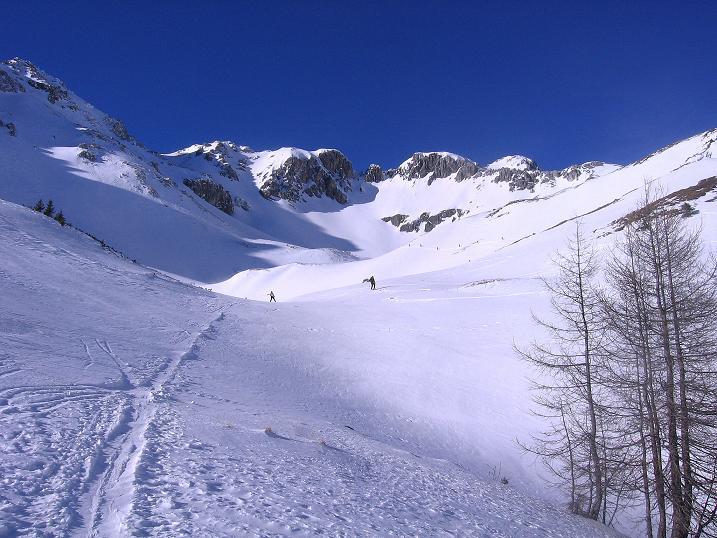 Foto: Andreas Koller / Skitour / Schliererspitze  (2402m) / Die Spur führt direkt ins Urbankar / 29.01.2008 01:44:40