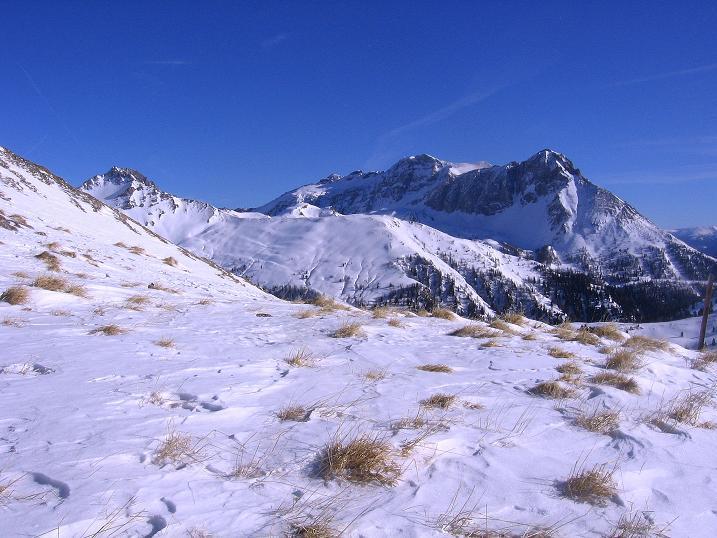 Foto: Andreas Koller / Skitour / Schliererspitze  (2402m) / Aus dem Urbankar Blick zum Hochfeindkamm (2687 m) / 29.01.2008 01:43:16