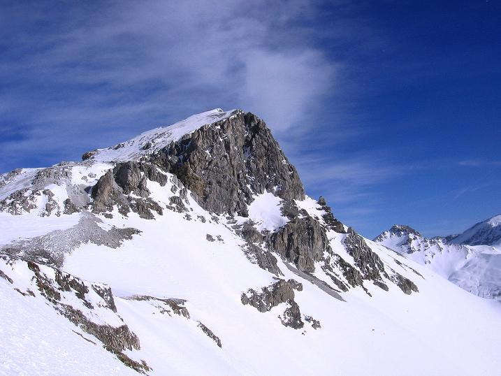 Foto: Andreas Koller / Skitour / Schliererspitze  (2402m) / Blick aus dem Steilhang in die abgeblasene Schlierer Scharte (2217 m) / 29.01.2008 01:41:07