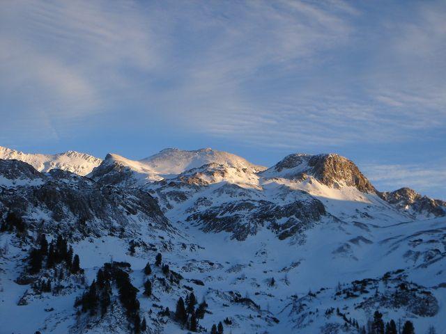 Foto: Manfred Karl / Ski Tour / Kleiner Pleißlingkeil aus dem Flachautal / Blick zurück: Der doppelgipfelige Höcker etwas links der Bildmitte ist der Kleine Pleißlingkeil / 31.01.2008 17:28:51