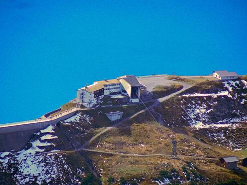 Foto: vince 51 / Wander Tour / Vom Lünersee auf den Saulakopf / Douglasshütte und Seilbahnstation  vom Saulakopf / 31.01.2008 22:33:08