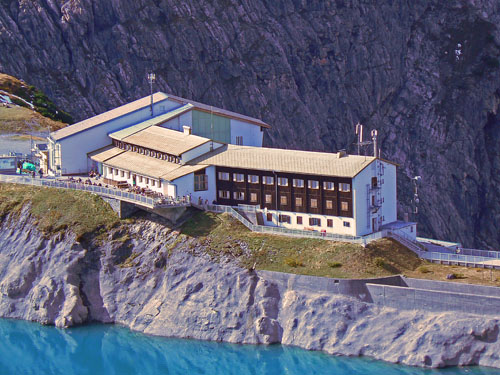 Foto: vince 51 / Wander Tour / Vom Lünersee auf den Saulakopf / Douglasshütte und Seilbahnstation / 31.01.2008 22:30:58