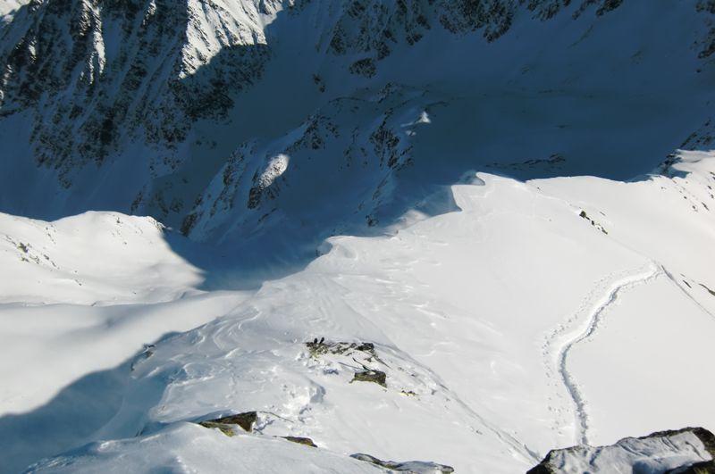 Foto: Thomas Paschinger / Ski Tour / Von Haggen auf die Weitkarspitze / Blick übers Schidepot in die Tiefe des Kraspestals / 12.02.2010 16:01:41