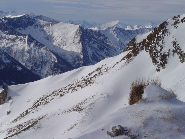 Foto: Manfred Karl / Ski Tour / Über die Schar auf das Viertleck / Im Hintergrund Hocharn, ganz rechts der Großglockner / 11.02.2008 06:23:28