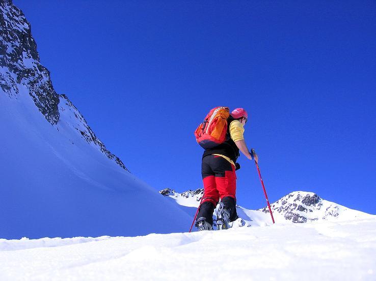 Foto: Andreas Koller / Ski Tour / Kurze Tour auf die Nasse Wand (3046m) / Im Anstieg zum Weißseejoch mit Nasser Wand im Hintergrund / 16.02.2008 14:12:09