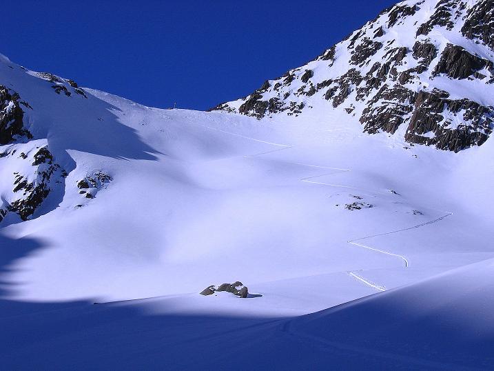 Foto: Andreas Koller / Ski Tour / Kurze Tour auf die Nasse Wand (3046m) / Deutlich erkennbar ist die Spur ins Weißseejoch / 16.02.2008 14:09:59
