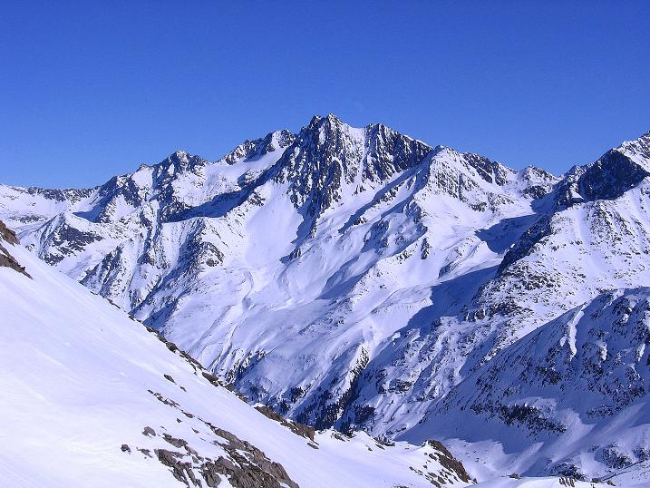 Foto: Andreas Koller / Ski Tour / Kurze Tour auf die Nasse Wand (3046m) / Blick nach NO auf die Vordere Ölgrubenspitze (3452 m) / 16.02.2008 14:08:54
