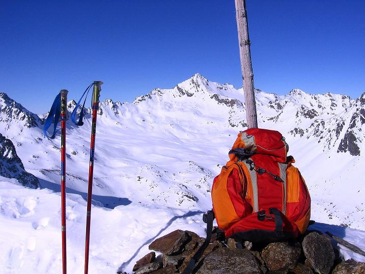 Foto: Andreas Koller / Ski Tour / Kurze Tour auf die Nasse Wand (3046m) / Gipfel Nasse Wand gegen Glockturm (3353 m) / 16.02.2008 14:06:40