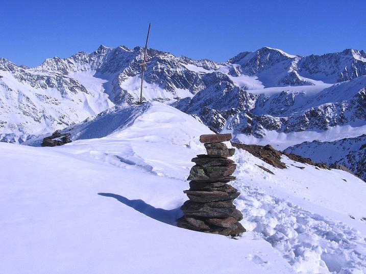 Foto: Andreas Koller / Ski Tour / Kurze Tour auf die Nasse Wand (3046m) / Gipfel Nasse Wand gegen Fluchtkogel (3500 m, rechts) und Hochvernagtspitze (3535 m, links) / 16.02.2008 14:04:36
