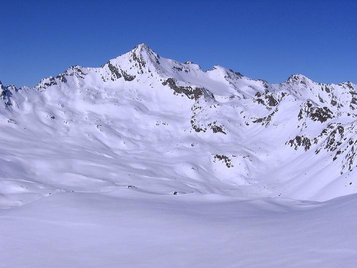 Foto: Andreas Koller / Ski Tour / Kurze Tour auf die Nasse Wand (3046m) / Im N zeigt sich der Glockturm (3353 m) / 16.02.2008 14:03:10