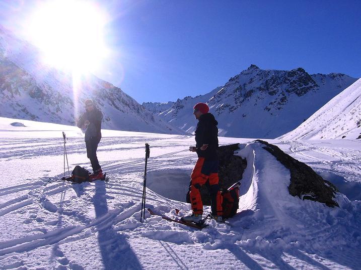 Foto: Andreas Koller / Ski Tour / Pulverschnee am Valzifenzer Grat (2515 m) / Rast im Valzifenzer Tal / 17.02.2008 01:06:54