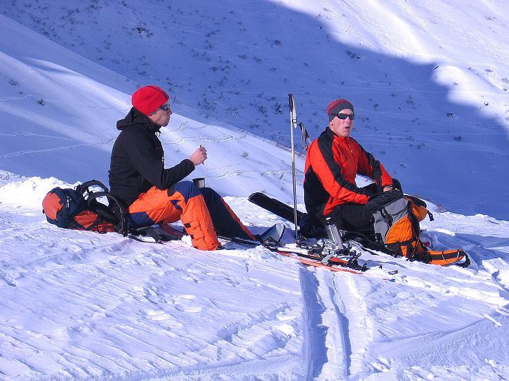 Foto: Andreas Koller / Ski Tour / Pulverschnee am Valzifenzer Grat (2515 m) / Verdiente Rast / 17.02.2008 01:03:59