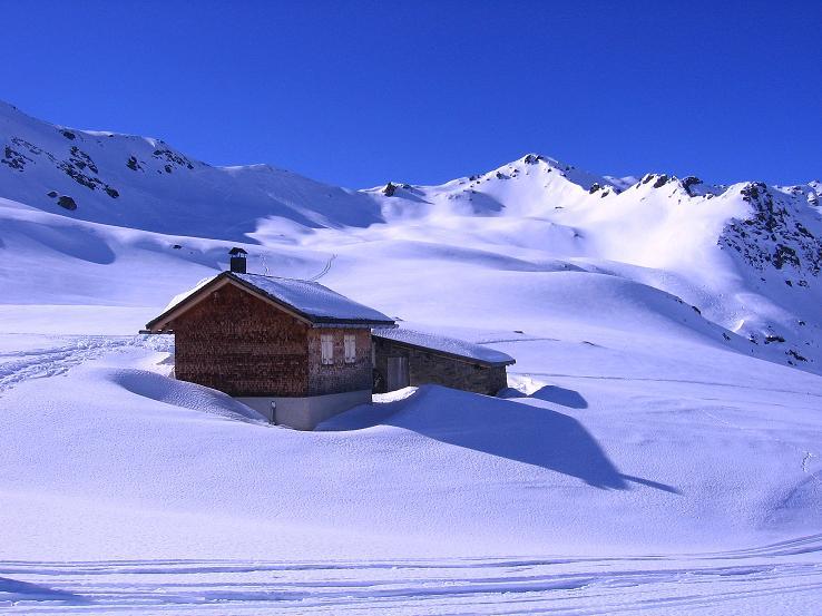 Foto: Andreas Koller / Ski Tour / Pulverschnee am Valzifenzer Grat (2515 m) / Die Zollhütte und die Schlappinerspitze (2442 m) / 17.02.2008 01:02:29