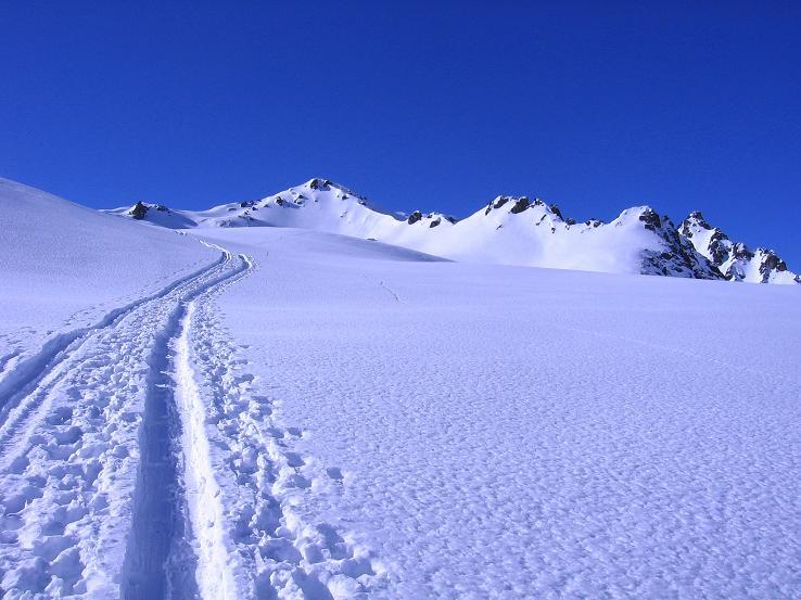 Foto: Andreas Koller / Ski Tour / Pulverschnee am Valzifenzer Grat (2515 m) / Im Aufstieg zur Gratschulter mit Blick auf die Schlappinerspitze (2442 m) / 17.02.2008 01:01:29
