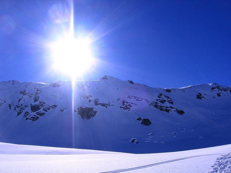 Foto: Andreas Koller / Ski Tour / Pulverschnee am Valzifenzer Grat (2515 m) / Der Westliche Paschianikopf im Gegenlicht / 17.02.2008 01:00:46