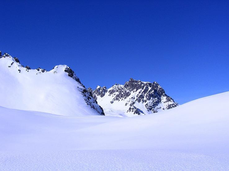 Foto: Andreas Koller / Ski Tour / Pulverschnee am Valzifenzer Grat (2515 m) / Die Madrisa (2770 m) lugt hervor / 17.02.2008 01:00:10