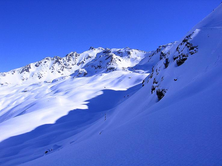 Foto: Andreas Koller / Ski Tour / Pulverschnee am Valzifenzer Grat (2515 m) / Blick aus der steilen N-Flanke zum Rotbühel (2853 m) / 17.02.2008 00:59:45