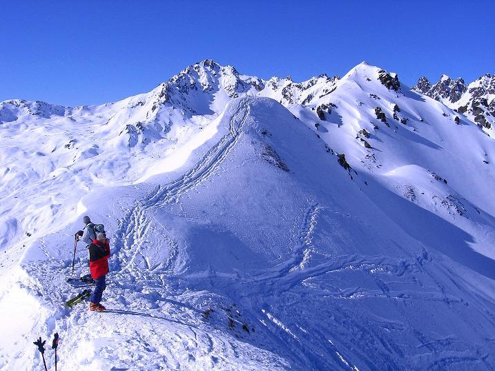 Foto: Andreas Koller / Ski Tour / Pulverschnee am Valzifenzer Grat (2515 m) / Auf der O-Schulter ( = P. 2405) / 17.02.2008 00:58:58