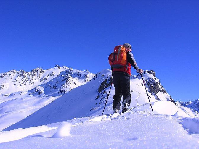 Foto: Andreas Koller / Ski Tour / Pulverschnee am Valzifenzer Grat (2515 m) / Am Grat auf den Westlichen Paschianikopf / 17.02.2008 00:58:35