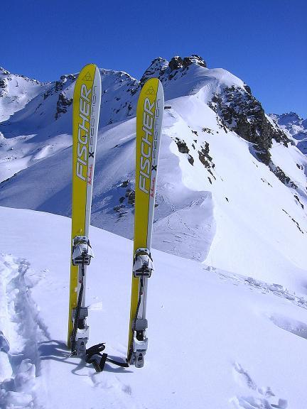 Foto: Andreas Koller / Ski Tour / Pulverschnee am Valzifenzer Grat (2515 m) / Auf dem Westlichen Paschianikopf. Nach O setzt sich der Valzifenzer Grat sehr schroff fort. / 17.02.2008 00:57:31