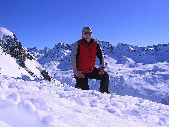 Foto: Andreas Koller / Ski Tour / Pulverschnee am Valzifenzer Grat (2515 m) / Am Paschianikopf mit Blick in die Silvretta  / 17.02.2008 00:55:27