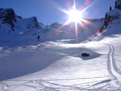 Foto: Bernhard Berger / Ski Tour / Von Innervals auf das Sumpfschartl / Im Mittelteil - links unter der Sonne das Sumpfschartl / 17.02.2008 20:33:21