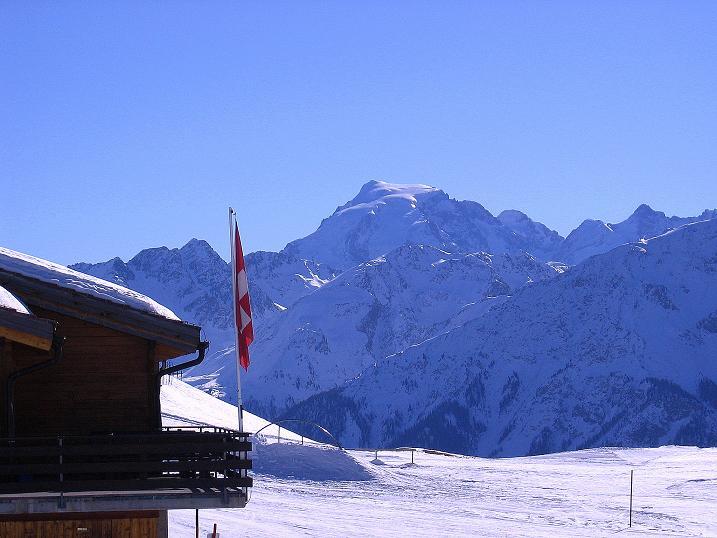 Foto: Andreas Koller / Ski Tour / Piz Vallatscha - unbekannte Tour im Engadin (3021 m) / Blick aus dem Skigebiet Minschuns zum Ortler (3905 m) / 18.02.2008 01:47:04