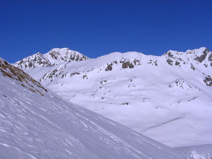Foto: Andreas Koller / Ski Tour / Piz Vallatscha - unbekannte Tour im Engadin (3021 m) / Der erste Blick auf den Piz Vallatscha / 18.02.2008 01:46:41