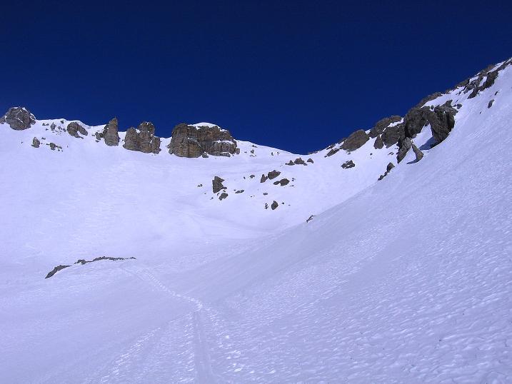 Foto: Andreas Koller / Ski Tour / Piz Vallatscha - unbekannte Tour im Engadin (3021 m) / Die Mulde unterhalb der S-Flanke / 18.02.2008 01:45:30