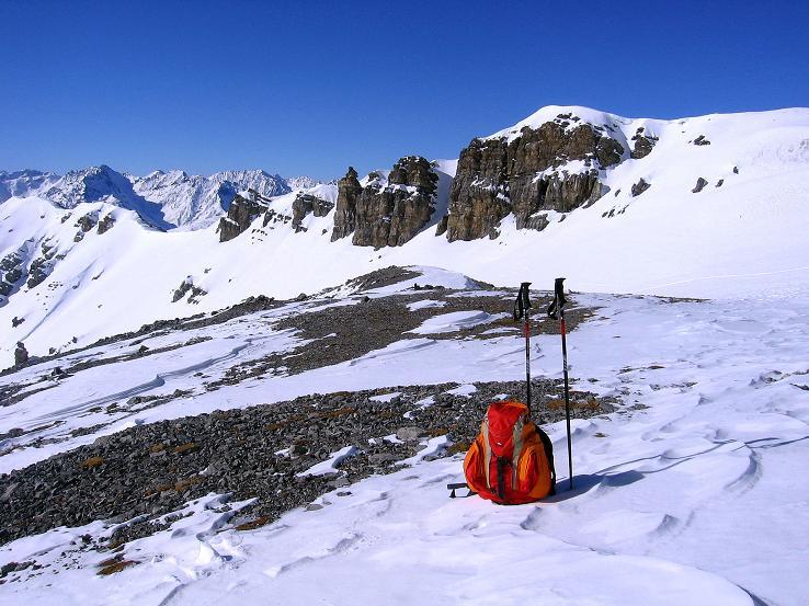 Foto: Andreas Koller / Ski Tour / Piz Vallatscha - unbekannte Tour im Engadin (3021 m) / Rast im BEcken unterhalb des Vorgipfels / 18.02.2008 01:45:05