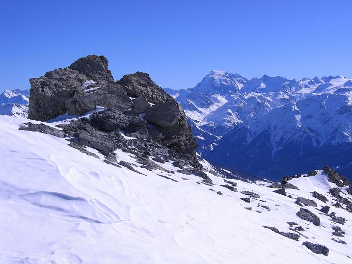Foto: Andreas Koller / Ski Tour / Piz Vallatscha - unbekannte Tour im Engadin (3021 m) / Aus der Gipfelflanke Blick zum Ortler (3905 m) / 18.02.2008 01:43:50