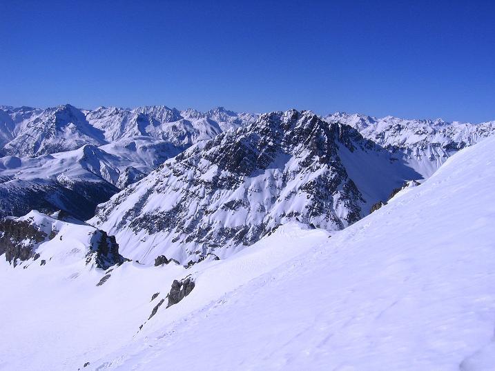 Foto: Andreas Koller / Ski Tour / Piz Vallatscha - unbekannte Tour im Engadin (3021 m) / Die Engadiner Bergwelt liegt einem zu Füßen / 18.02.2008 01:43:21