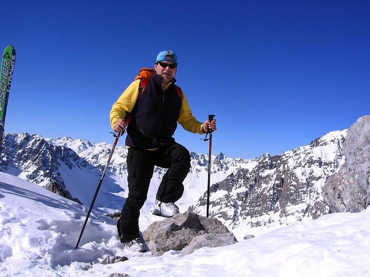 Foto: Andreas Koller / Ski Tour / Piz Vallatscha - unbekannte Tour im Engadin (3021 m) / Beim Skidepot kurz unterhalb des Vorgipfels / 18.02.2008 01:41:29