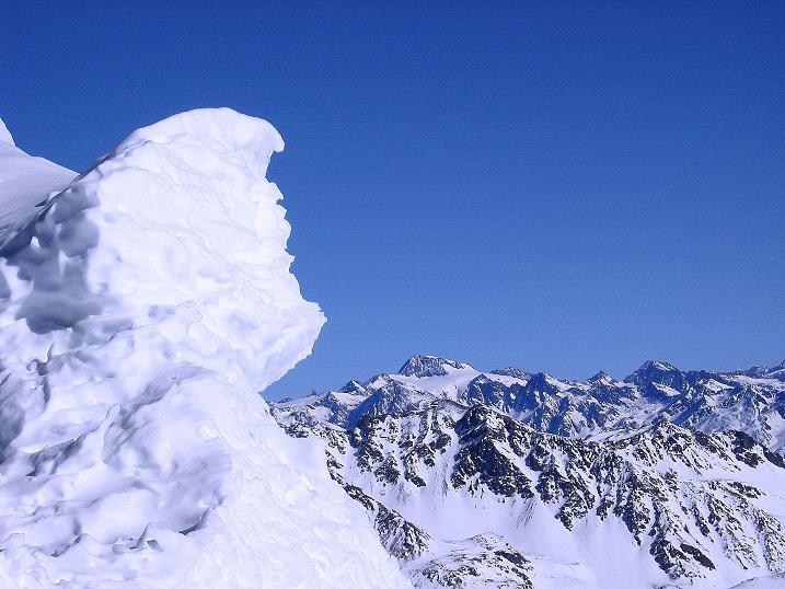 Foto: Andreas Koller / Ski Tour / Piz Vallatscha - unbekannte Tour im Engadin (3021 m) / Von der Gipfelwächte Blick zur Weißkugel (3739 m) / 18.02.2008 01:40:01