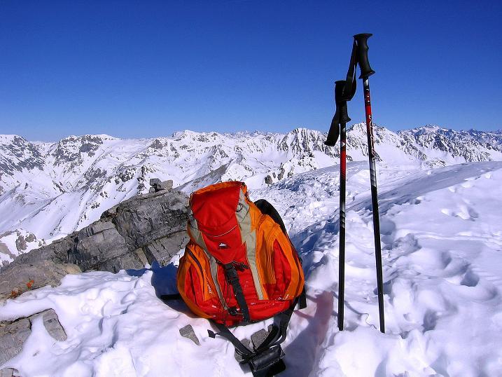 Foto: Andreas Koller / Ski Tour / Piz Vallatscha - unbekannte Tour im Engadin (3021 m) / Blick vom Gipfel nach N / 18.02.2008 01:39:33
