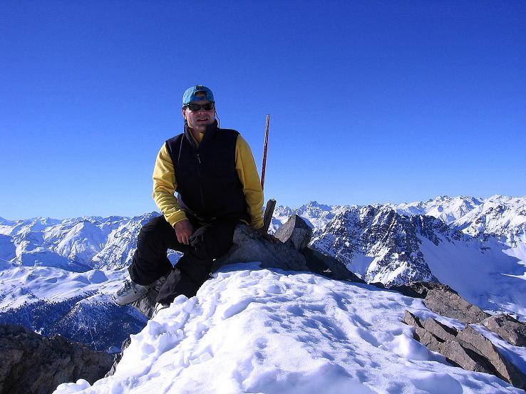 Foto: Andreas Koller / Ski Tour / Piz Vallatscha - unbekannte Tour im Engadin (3021 m) / Gipfelrast am Piz Vallatscha / 18.02.2008 01:39:15
