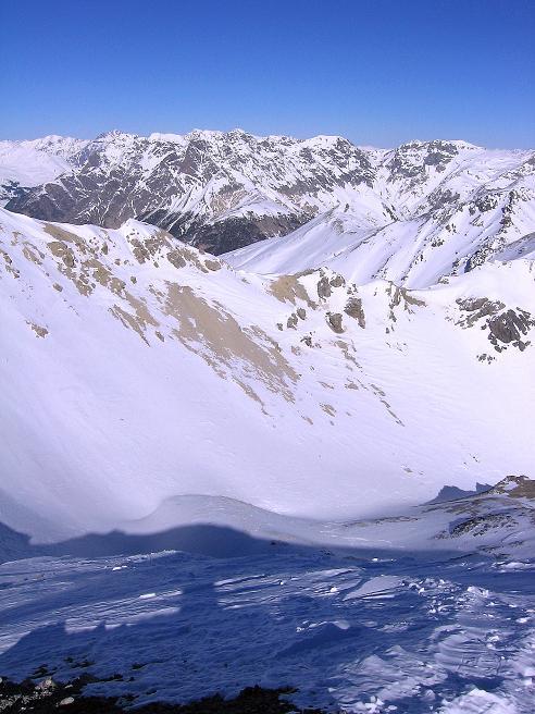 Foto: Andreas Koller / Ski Tour / Piz Vallatscha - unbekannte Tour im Engadin (3021 m) / Abfahrtsvariante vom Gipfel über den steilen N-Rücken / 18.02.2008 01:37:39